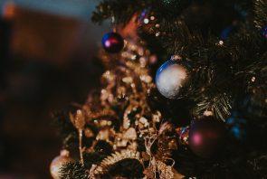 christmas-tree-christmas-toys-by-annie-spratt-wallpaper
